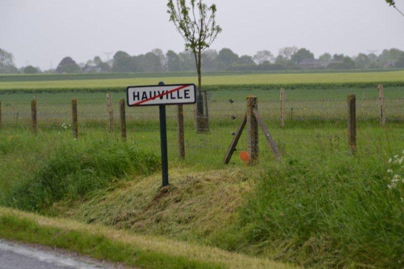 l'entrée du village nu
